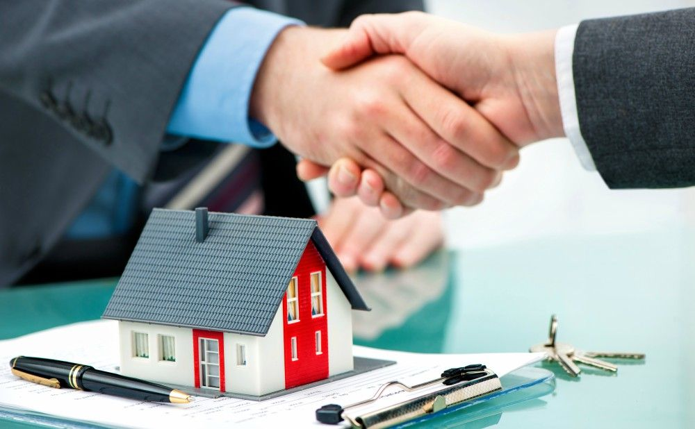 shaking-hands-help-investing-real-estate